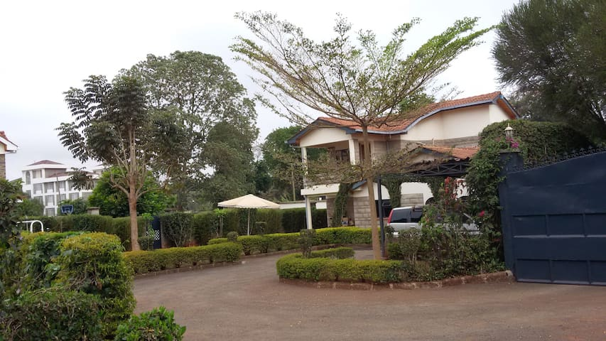 Cool Garden Home, a choice of two rooms plus - Nairobi - Hus