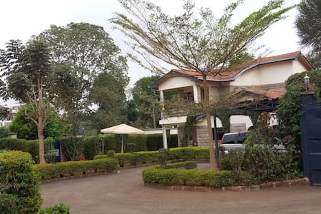Cool Garden Home, a choice of two rooms plus - Nairobi