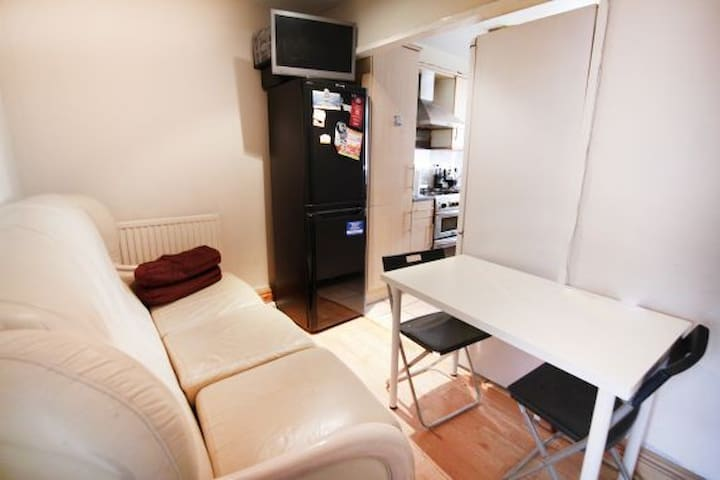 Spacious Large Single room in Canary Wharf