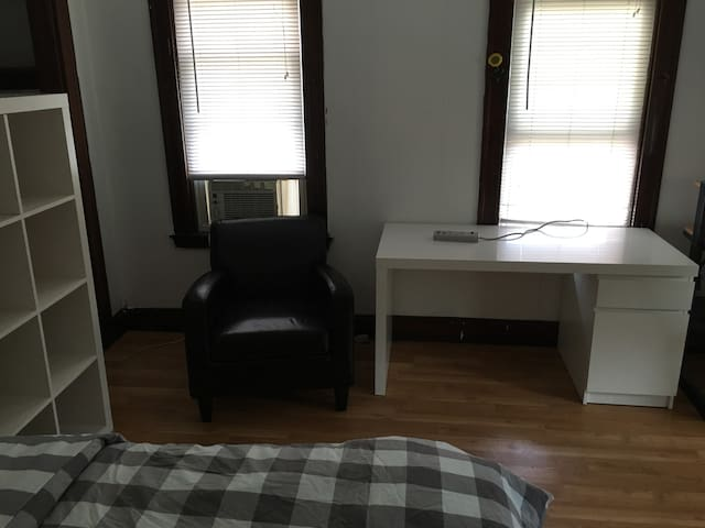 Cozy room near Harvard, MIT, Tufts (25-3a)