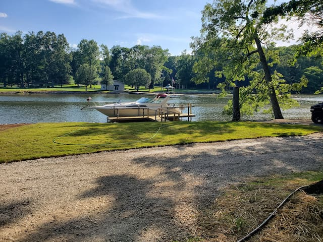 PRIVATE GATE/BOAT RAMP/LEVEL LOT/GREAT FISHING-