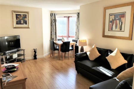 Paisley Apartment Castle Gait free Private Parking