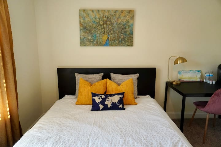 PRIVATE 1 bed & 1 full bath in HEART of Buckhead!