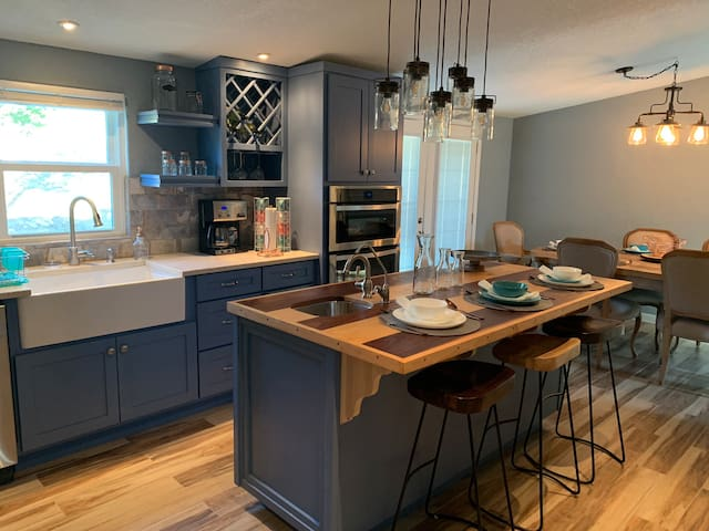 Recently remodeled close to Marina