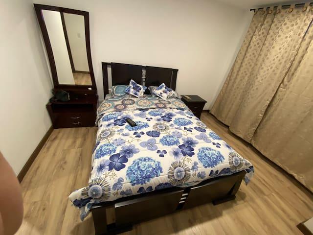 Habitación CAMA DOBLE principal con baño y vestier