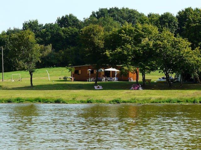 Chalet sur étang privé de 15 Hect.