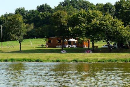 Chalet sur étang privé de 15 Hect. - Ourouer-les-Bourdelins