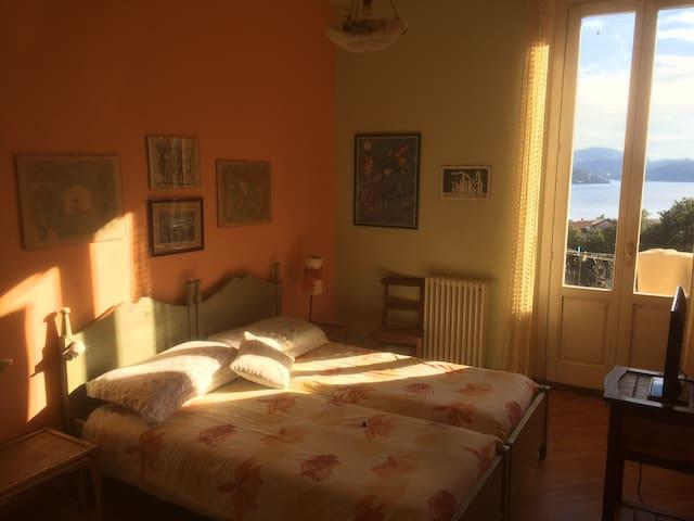 Casa Glicine, stanza sul Lago Maggiore - Pallanza - House