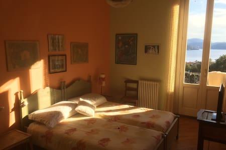Casa Glicine, stanza sul Lago Maggiore - Pallanza