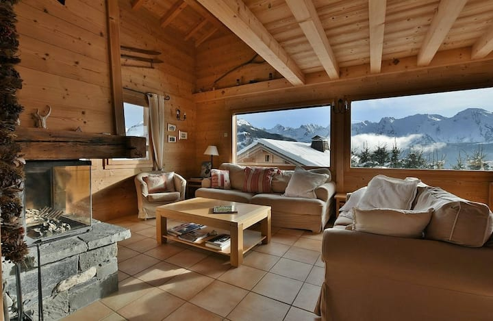 Spacious 5 bed chalet for up to 10 with wifi overlooking mountains!