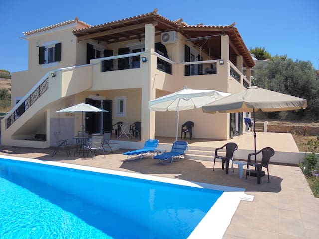 Large villa with pool and sea view