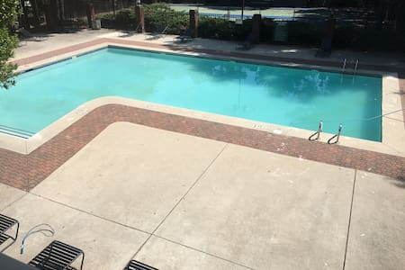Charming room outside Downtown ATL - Austell - 公寓