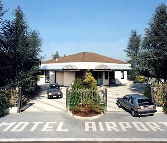 Airport Motel Malpensa BUFFET BREAKFAST INCLUDED! - Tornavento - Other