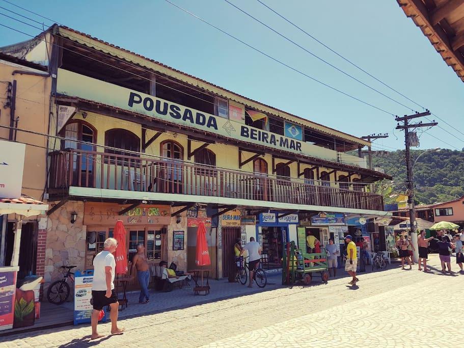 Em frente ao cais de turismo da Vila do Abraão - Ilha Grande / RJ