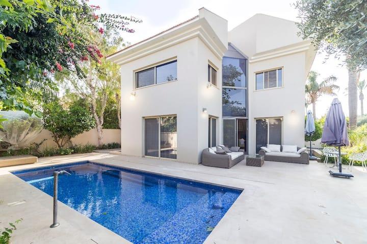 Maison d'architecte avec piscine