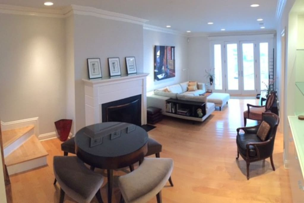 Additional view of main living/dining area from kitchen...