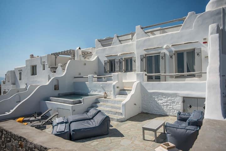 Villa Xenia in Paros with privé jacuzzi