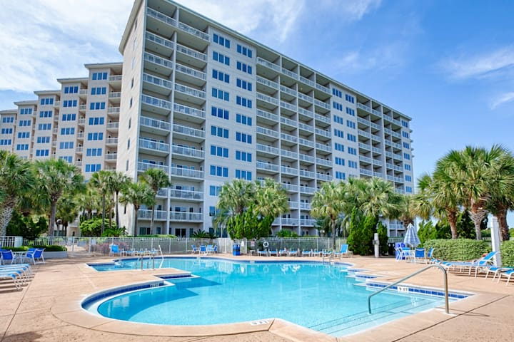Gorgeous condo with shoreline views & resort pools, hot tubs, tennis!