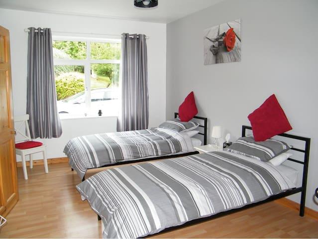 Peaceful Pear Tree House  Twin en-suite
