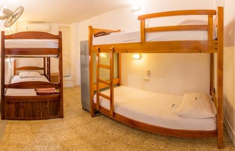 Cama individual en habitacion compartida mixta