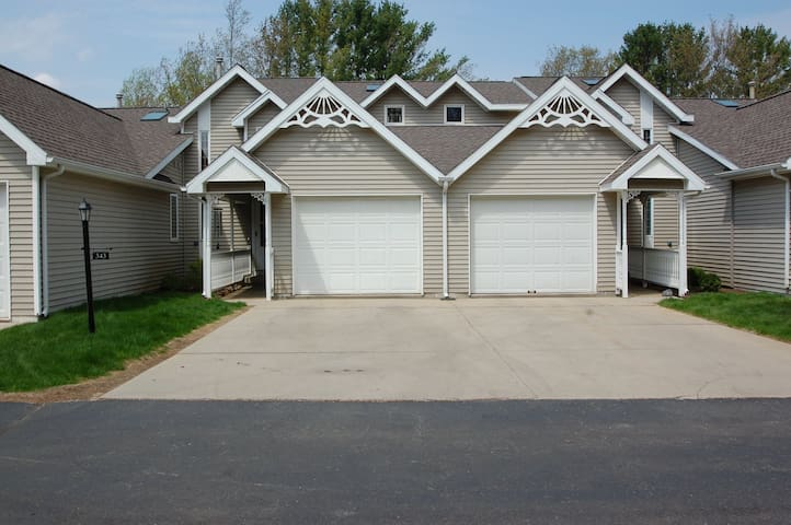 Northern Michigan Condo!(Available 1/1/20-4/30/20)