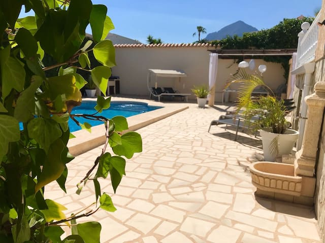 Sunny villa with private pool in quiet area