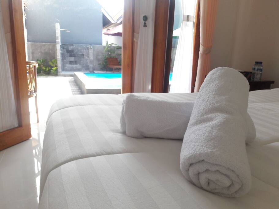 room double bed with pool view