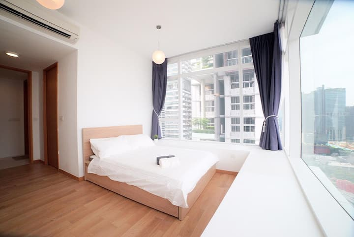 Seaview balcony master room in the CBD