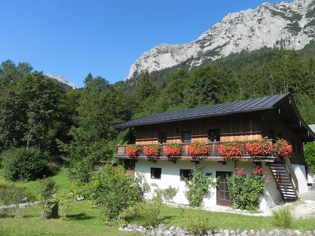 Rustikales Haus am Bergsee