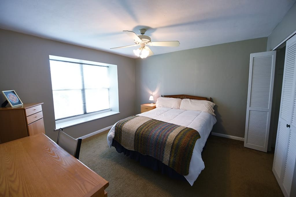 Bedroom has a desk