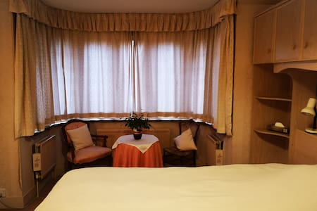 Private double room in family home.