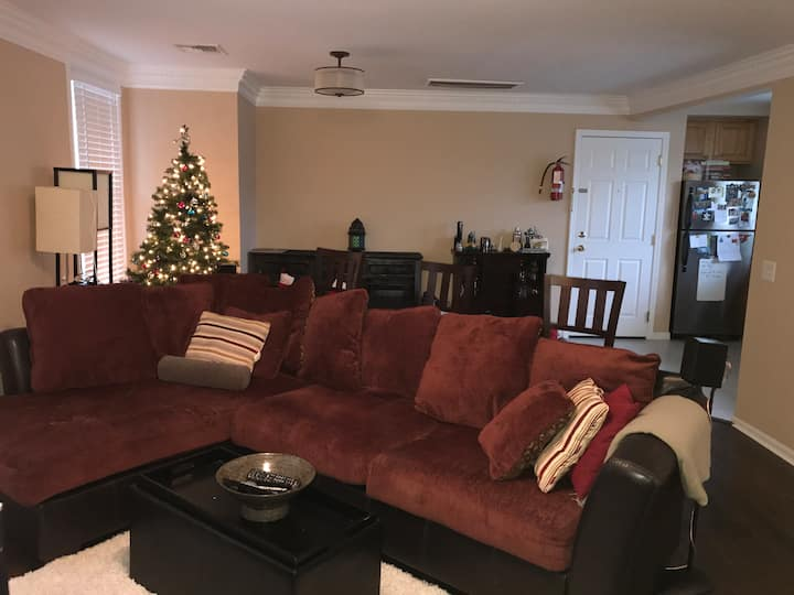 Modern apartment/private room 35 mins to NYC