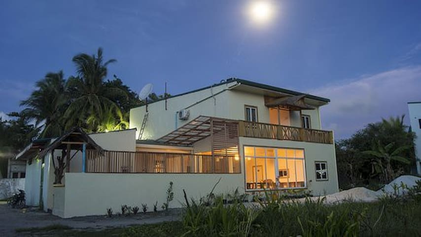 Nomadic Inn - Thulusdhoo Ocean view Room