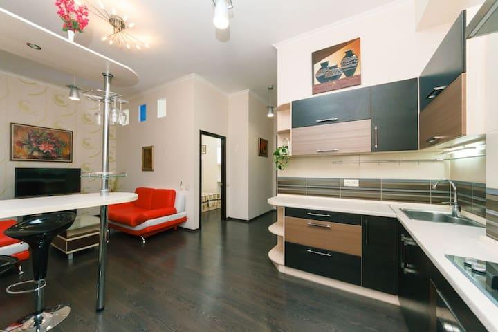 Двухкомнатные апартаменты на Саксаганского