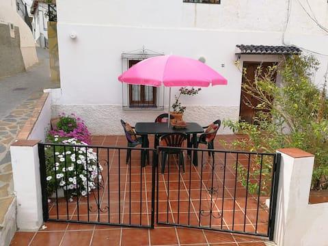Casa de pueblo en Montes de Málaga a 15km de playa