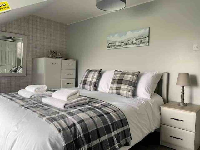 Large upstairs bedroom with Kingsize bed & plenty of storage. There are beautiful views of the garden & fields beyond from the window.