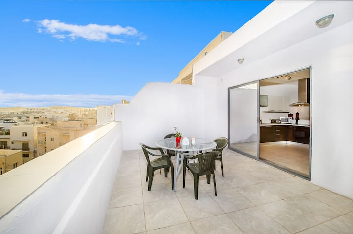 Amazing Penthouse with a stunning view of Valetta - Tas-Sliema - Apartment