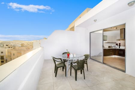 Amazing Penthouse with a stunning view of Valetta - Tas-Sliema