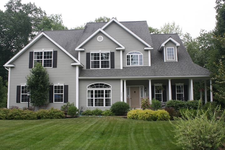 Large Full Home Rental-Minutes to Racetrack & SPAC - Ballston Spa  - Rumah
