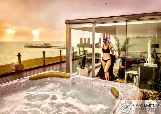 Stunning FRONTLINE sea view PENTHOUSE with HOT TUB