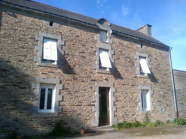 Jolie maison bretonne à la campagne proche Vannes