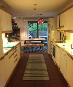 Comfortable house, sauna, jacuzzi, coast side