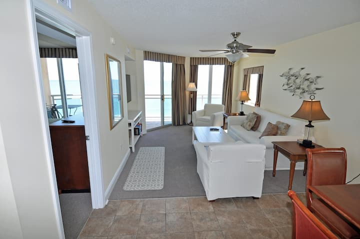 BAHAMA SANDS 709, 3BR  oceanfront end unit. Resort amenities