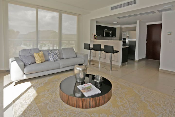 Beautiful modern 1 bedroom apartment