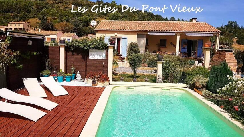 Entre Vigne et Garrigue :Gite avec piscine chaufée