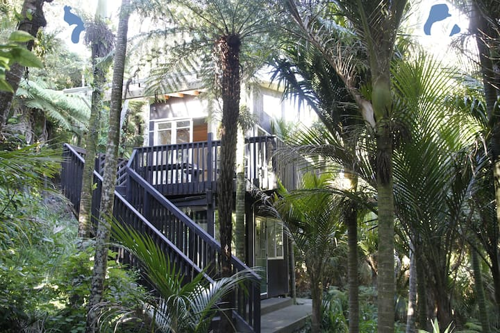 Piha Beach  River Retreat  - Piha - Huoneisto