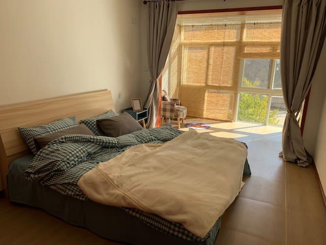 『源』近塔山风景区  暖气 muji风  可做饭 超级舒适大床 落地窗 停车方便