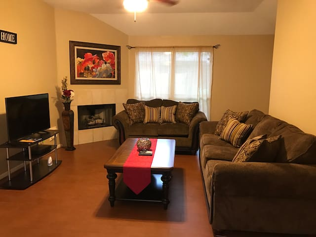 Lovely 3BR in Spring, Close to Woodlands & Houston