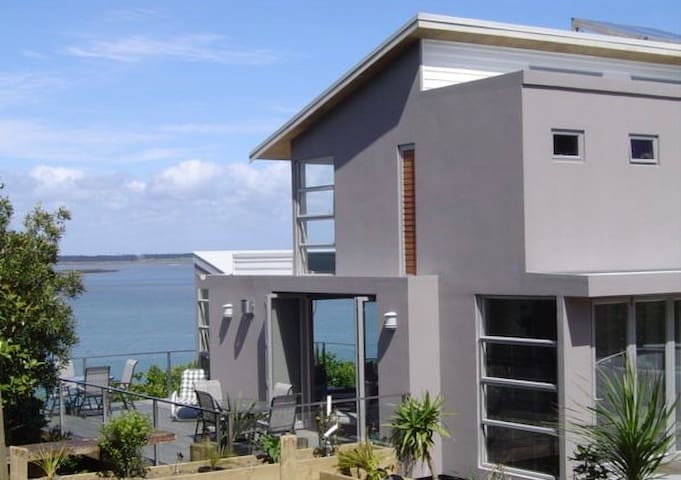Seaviews, privacy, central to City and Airport - Auckland - Apartemen