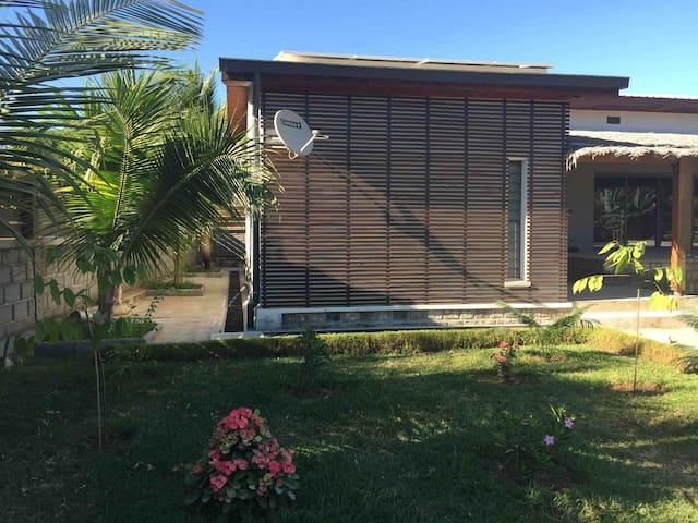 Villa tout confort, parcelle sécurisée à Majunga